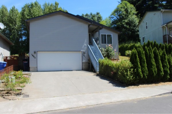 1652 Bowmont Ave Kelso WA 98626 Front