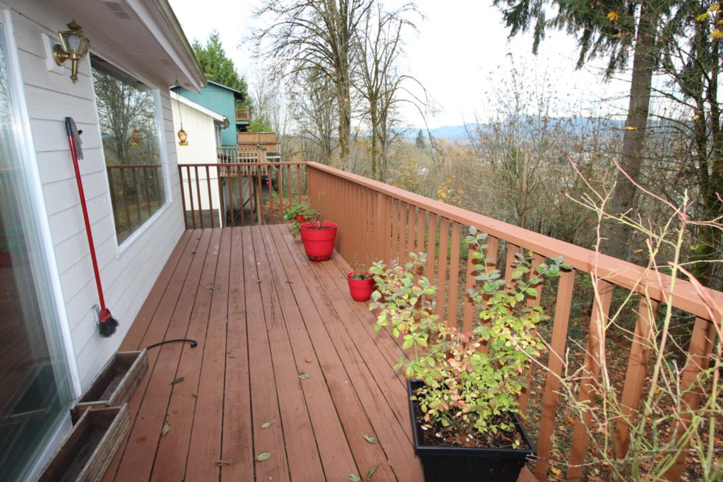 12 View Point Terrace Longview WA 98632 - Balcony Deck